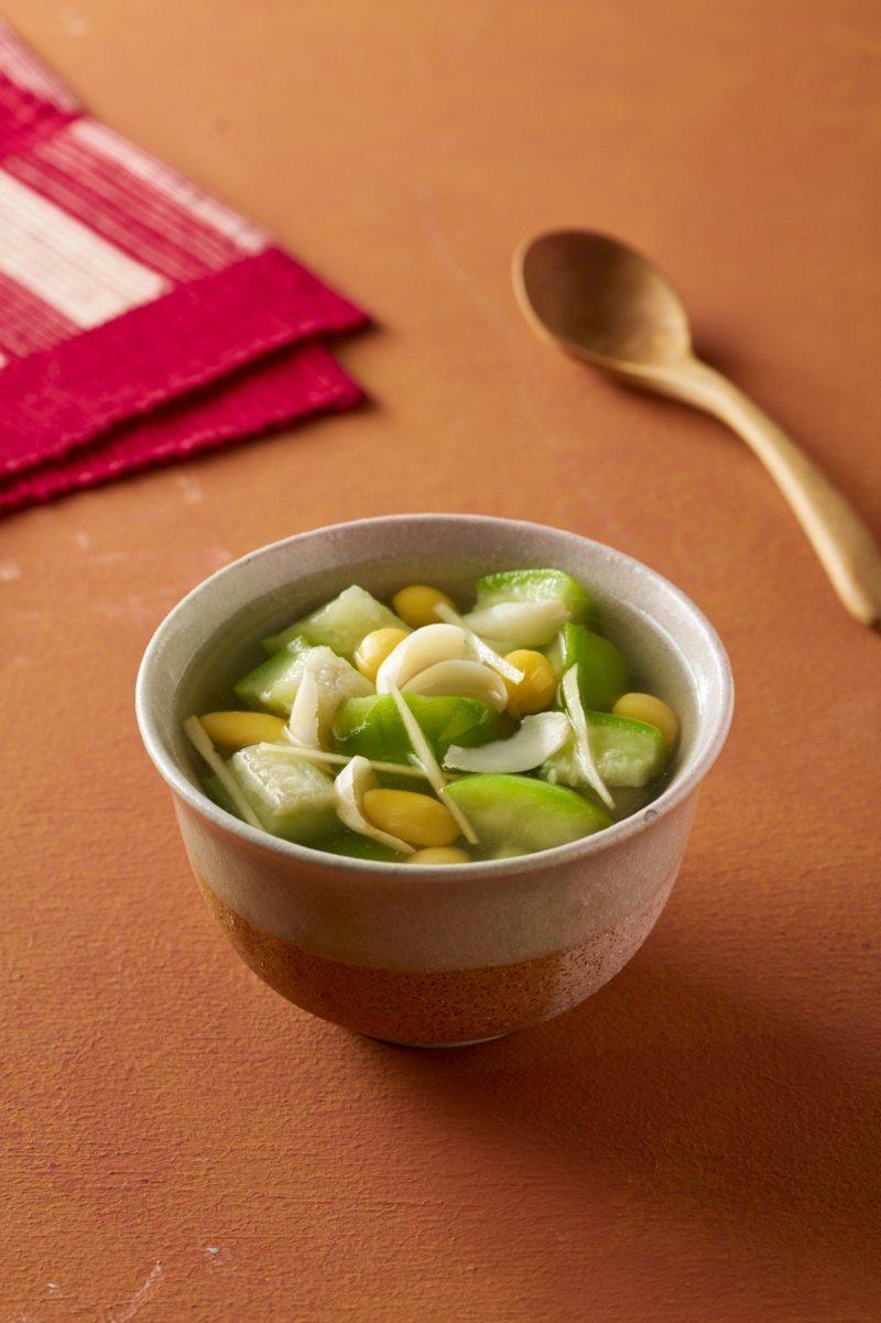 銀杏百合絲瓜湯。 圖/朱雀文化提供