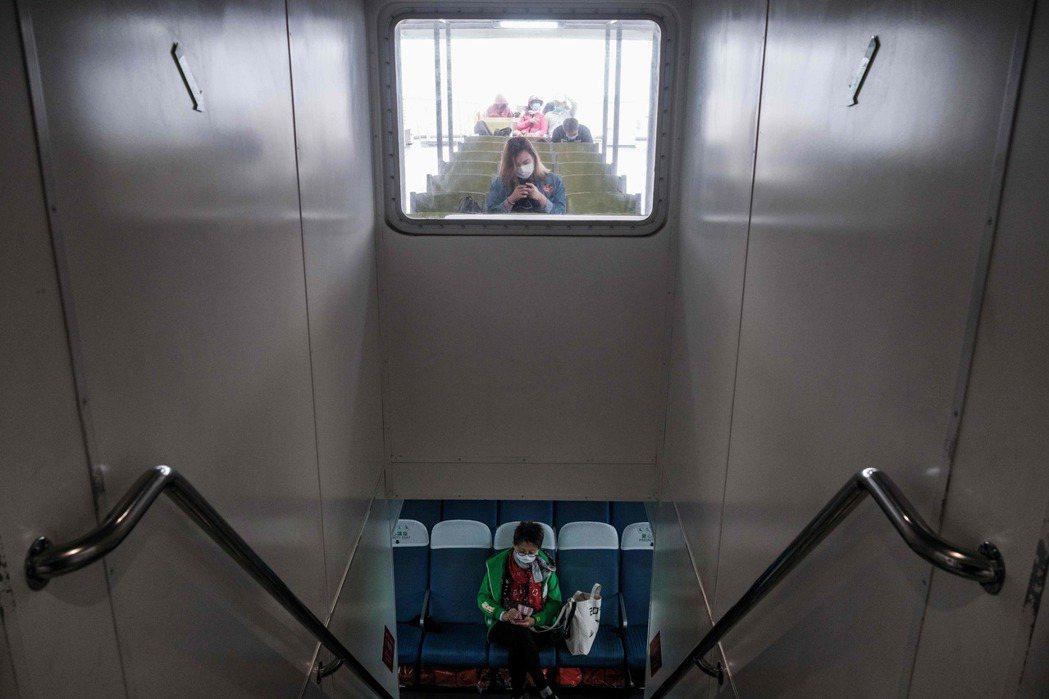 災情蔓延時,香港首當其衝受到波及。 圖/法新社