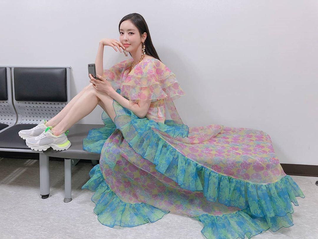 朴敏英、李多熙、Rosé穿同款浪漫印花裙!優雅、率性、冷豔都美到讓人 ...
