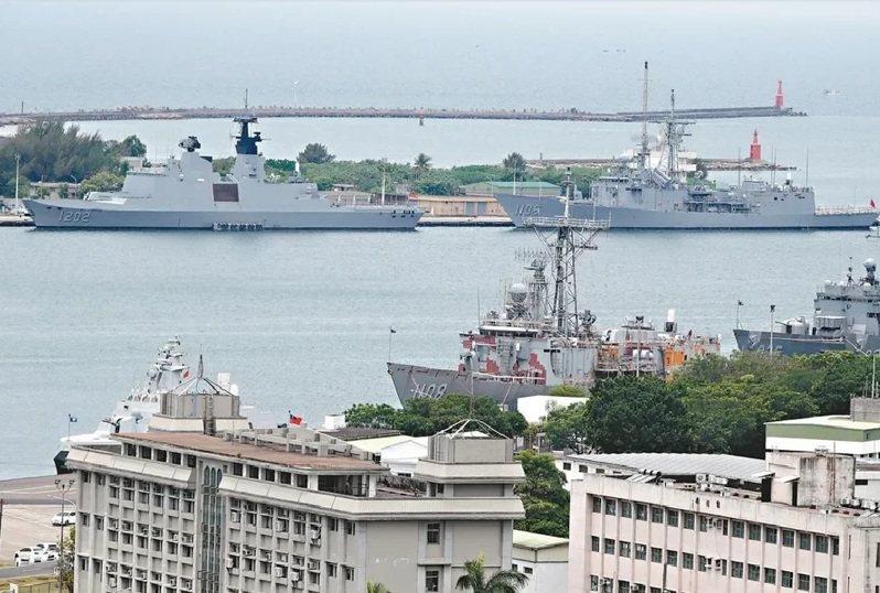 國防部今天表示,因應磐石艦染疫,海軍與國防部已成立應變中心,高雄左營軍區暫停一般會客。圖/聯合報系資料照片