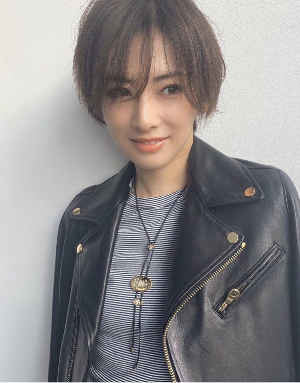 北川景子傳出為了懷孕方便整理頭髮,將招牌長髮剪成帥氣短髮。圖/摘自IG