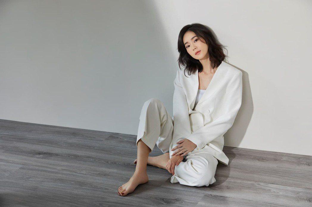 新生代偶像一姐鍾瑶正式成為柴智屏旗下藝人,成為群星瑞智小師妹。圖/廖麗雯提供