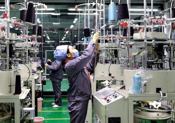渣打報告稱,隨著更多中小型企業恢復復工,大陸4月生產活動加速。新華社資料照片