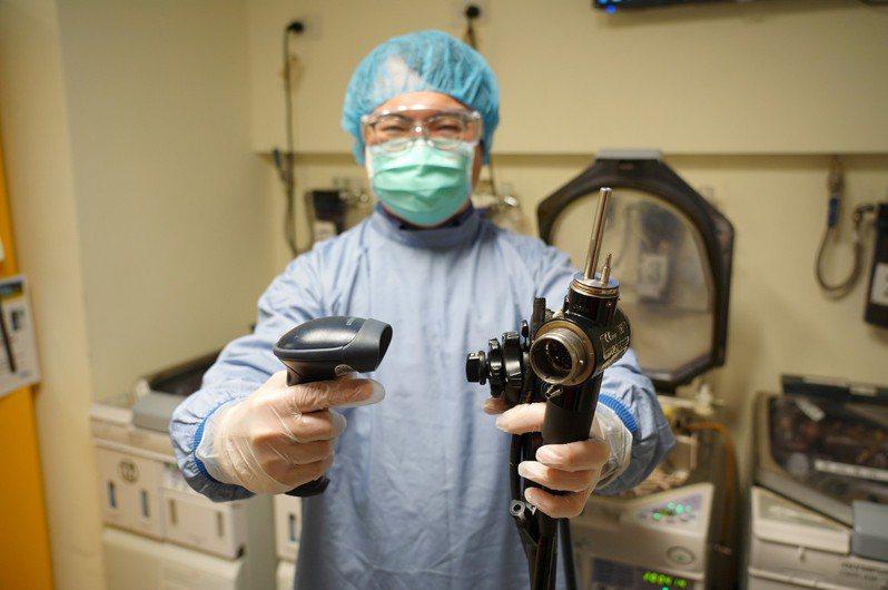 內視鏡軟管並非一次性耗材,而且直接深入身體檢視胃腸組織,因此需要更確實消毒乾淨,避免感染的風險。圖/聯新國際醫院提供
