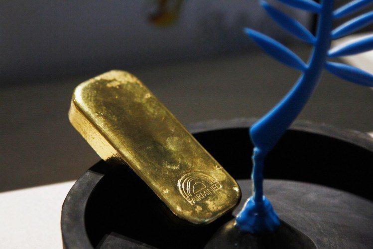 蕭邦100%的珠寶鐘表都採用符合倫理道德標準的金原料製作。圖/蕭邦提供