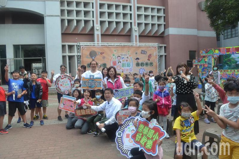 台南市屬各級學校23日起全面禁止對外開放,假日也暫停可入內停車的服務。記者鄭惠仁/攝影