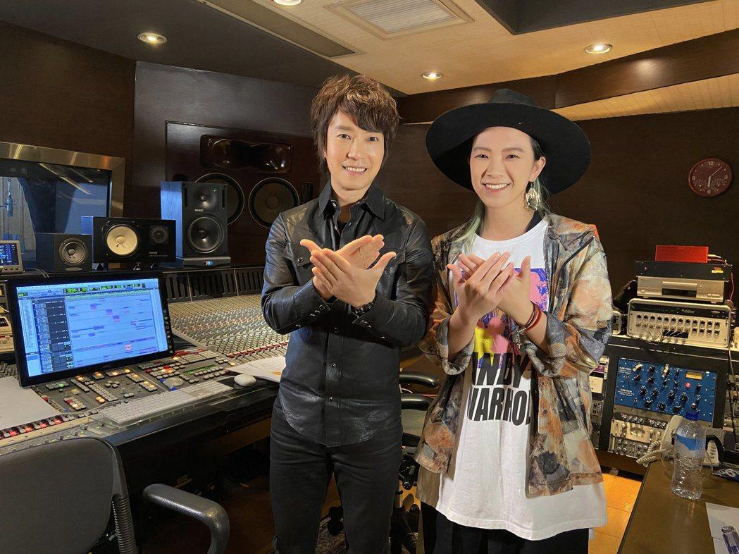 邰正宵(右)邀請張芸京合作。圖/起初娛樂提供