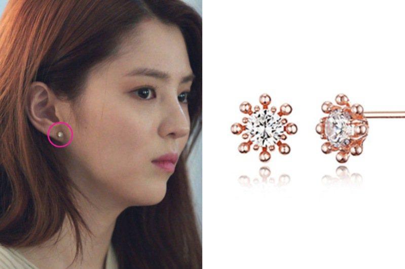 韓素希配戴Haesoo.L耳環,售價38,000韓元,約台幣930元。圖/摘自品牌官網