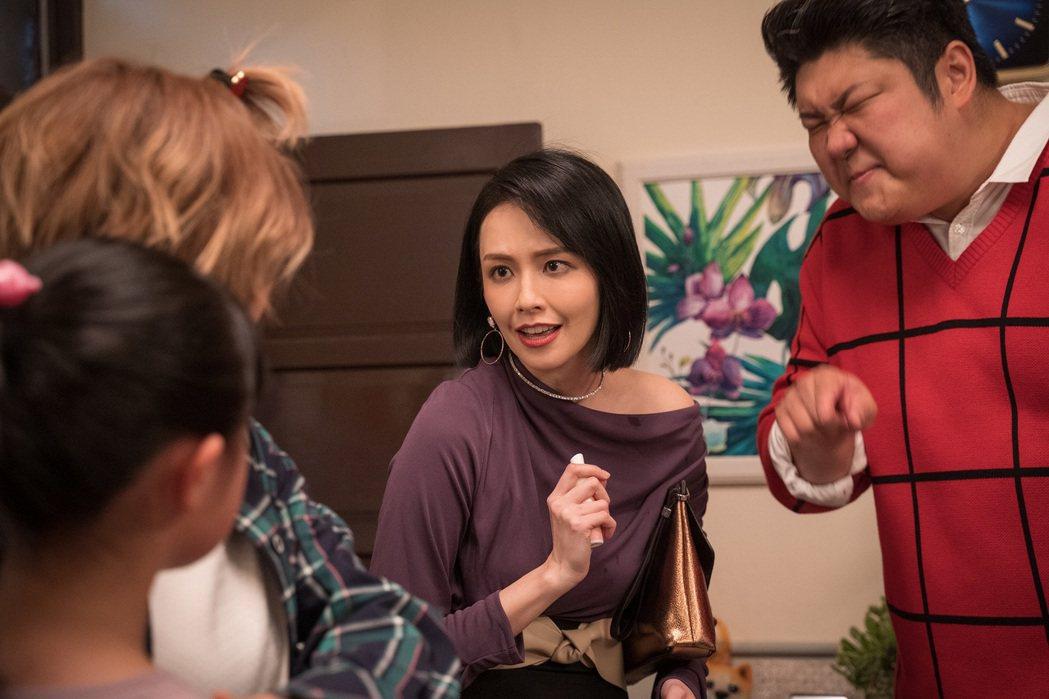 哈孝遠(右起)、袁艾菲飾演機車債主,自嘲惹人厭。圖/東森提供