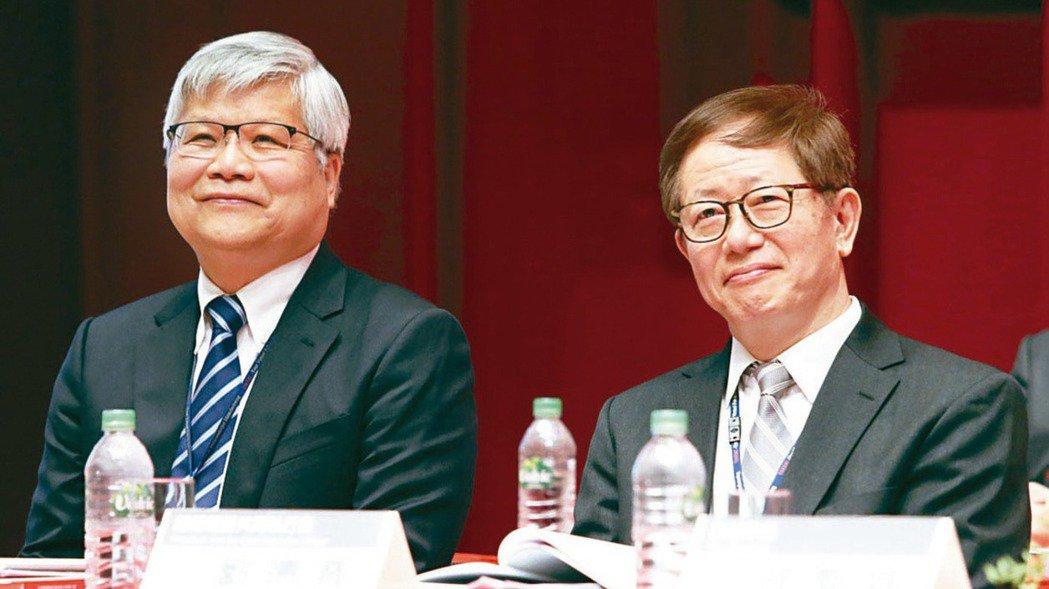 台積電董事長劉德音(右)與總裁魏哲家。報系資料照