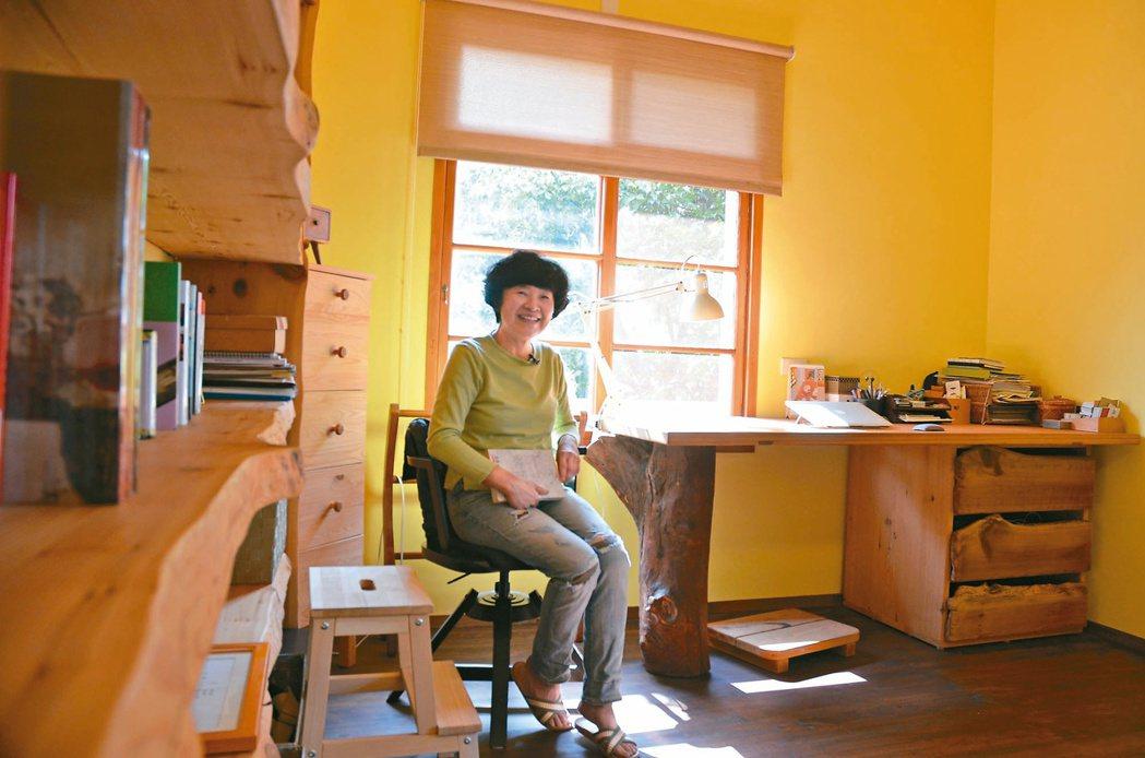 朱慧芳當年隨手買下的台灣櫸幼苗,最後成為兒子的書桌桌腳等家具。記者鄭朝陽/攝影