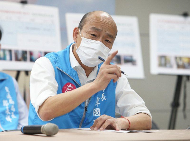 針對海軍敦睦艦隊尚有50多名官兵不願意接受疫調,高雄市長韓國瑜今天上午表示,如果今天下午五點前不接受疫調就會進行開罰。記者劉學聖/攝影