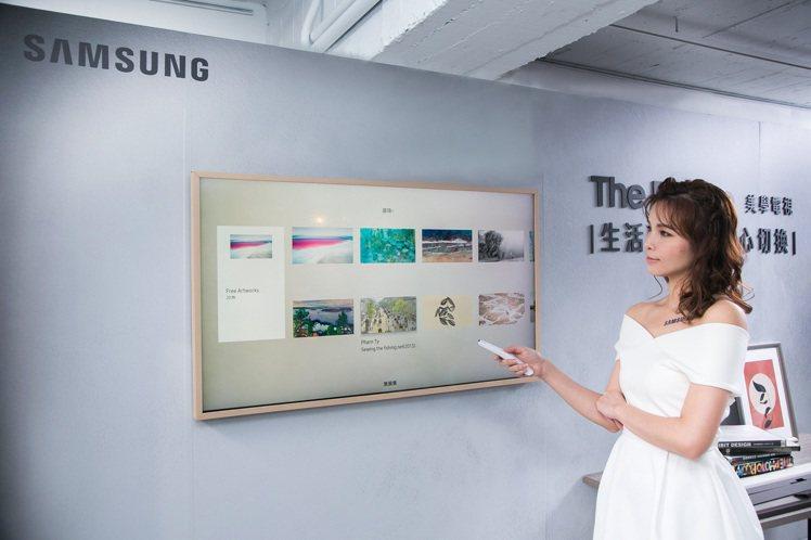 三星The Frame美學電視內建1,200幅以上的畫作,獨特的藝術模式能隨心切...