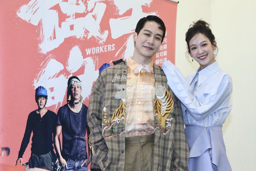 孟耿如、薛仕凌在HBO Asia「做工的人」試片會,兩人搞笑亮相。記者林俊良/攝...