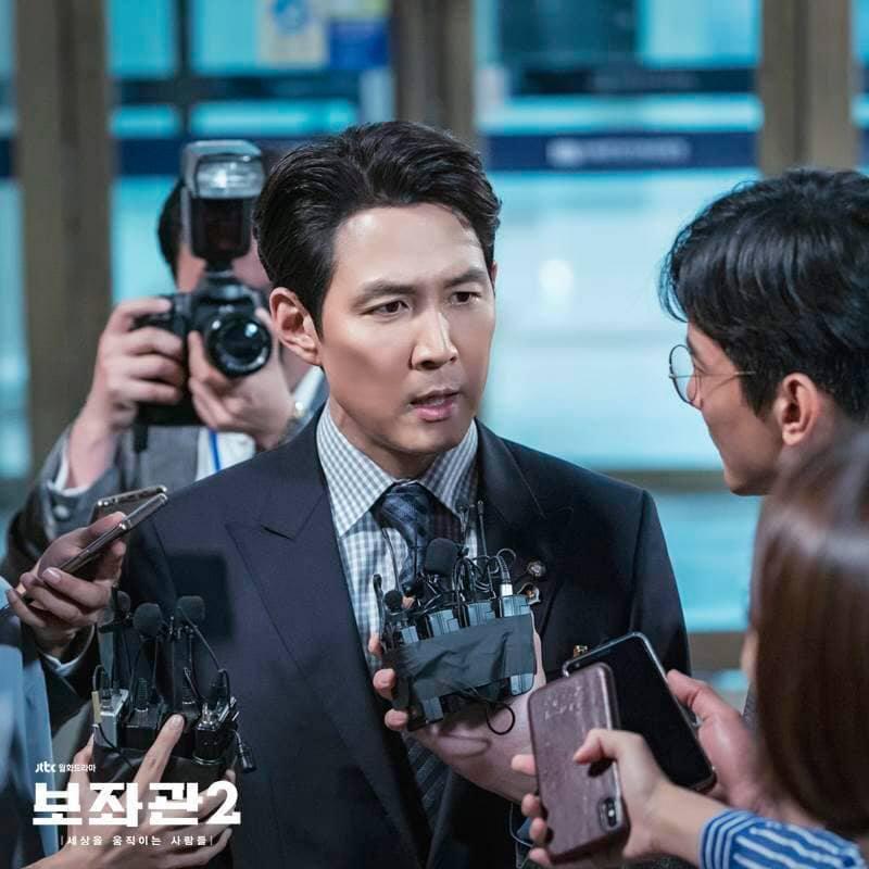 「輔佐官」劇照,李政宰飾演輔佐官。圖/擷自JTBC Drama臉書