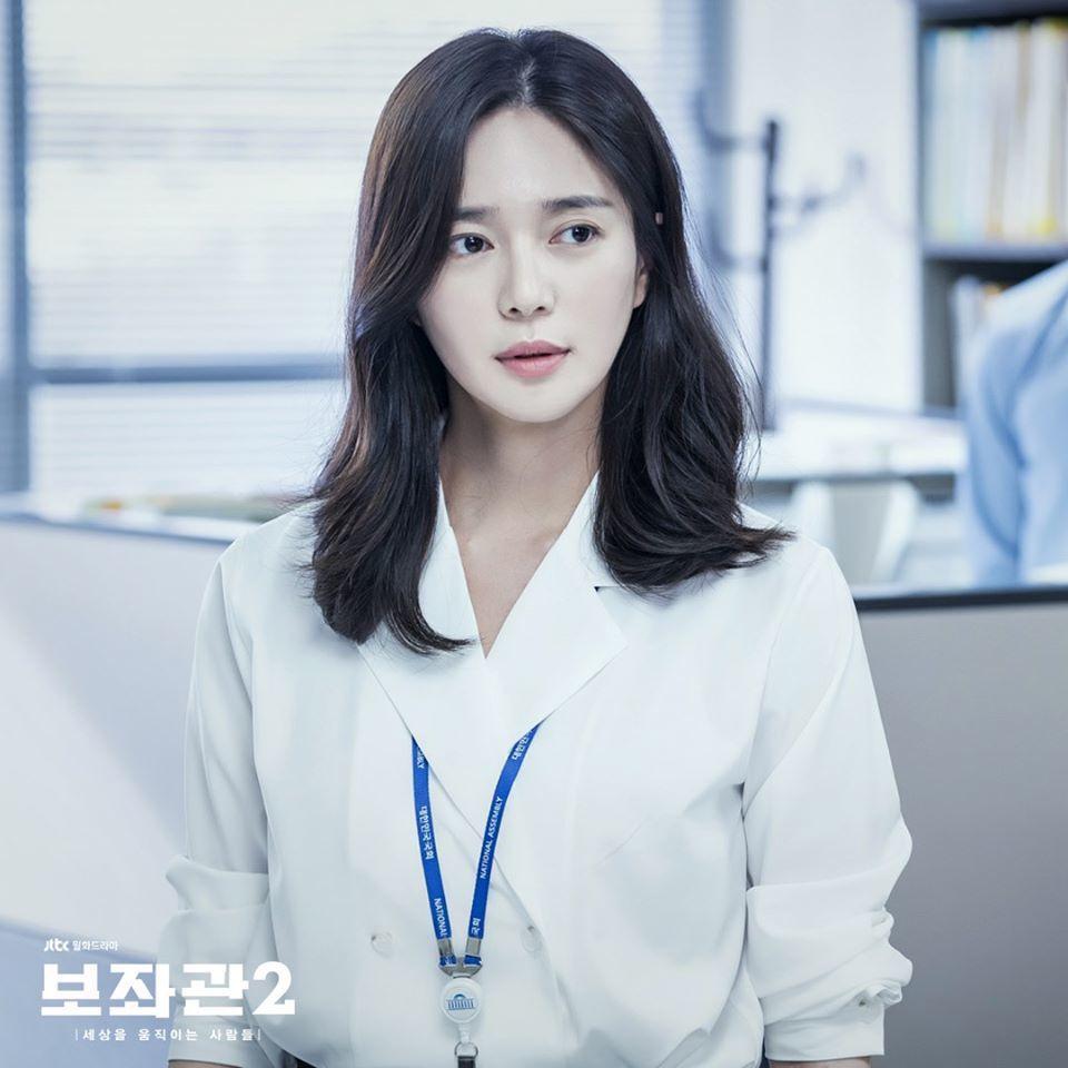 「輔佐官」劇照,李伊利雅演出秘書官。圖/擷自JTBC Drama臉書