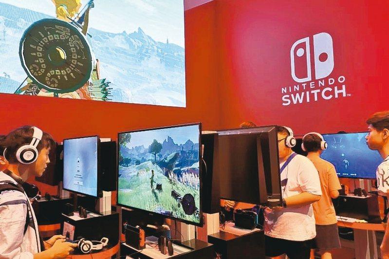 大陸宅經濟夯,任天堂遊戲機Switch水貨,價格翻漲近一倍。 路透