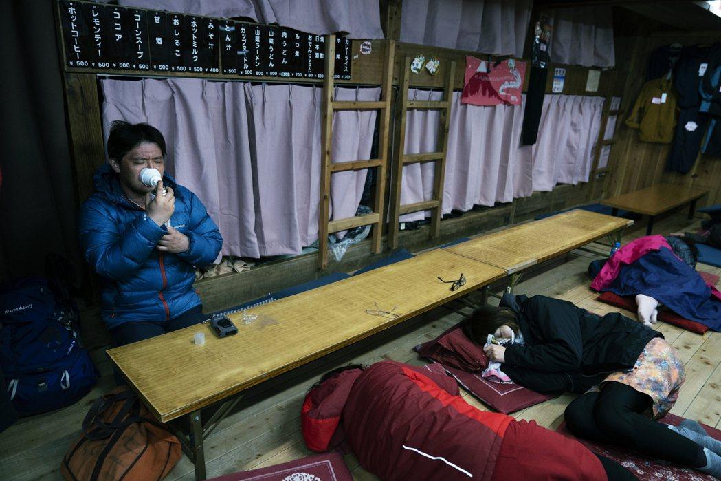 圖為富士山登山客之資料照片。 圖/美聯社