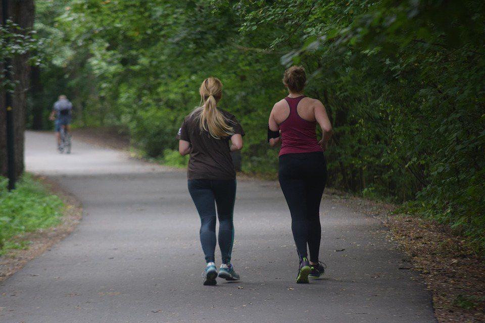 一段時間沒運動之後,心肺耐力的確會下降,以致於執行先前強度的運動,會變得氣喘如牛...
