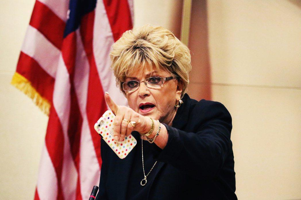 古德曼市長表示,他本人嚴正抗議《CNN》說「解禁後的拉斯維加斯,恐將成為『病毒培...