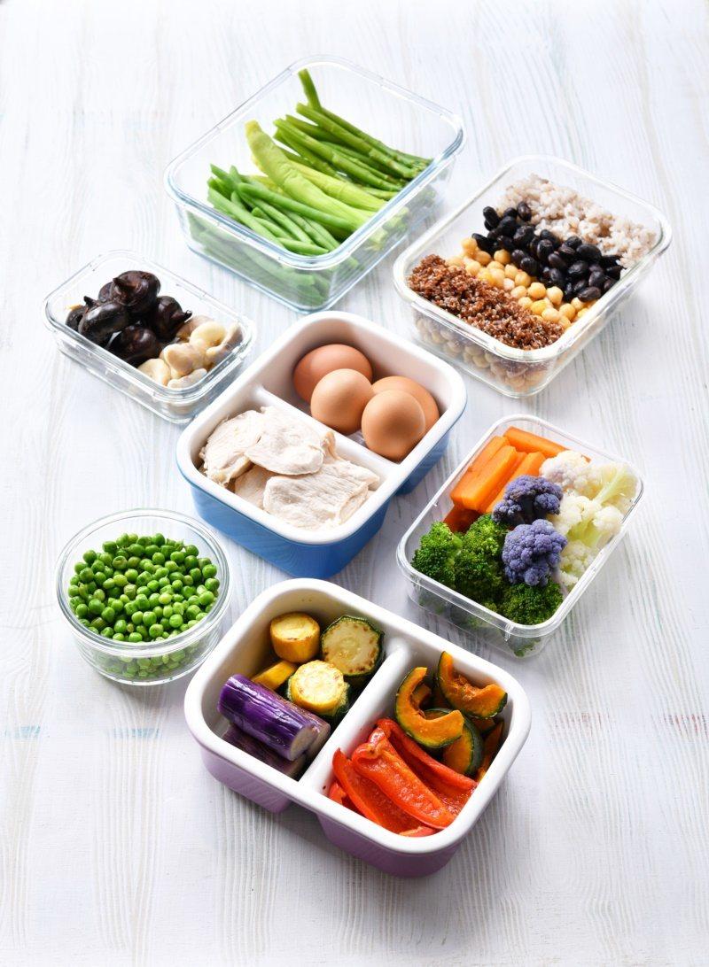 喻碧芳飲食均衡的小撇步「常備蔬果盒」。 圖/日日幸福出版提供