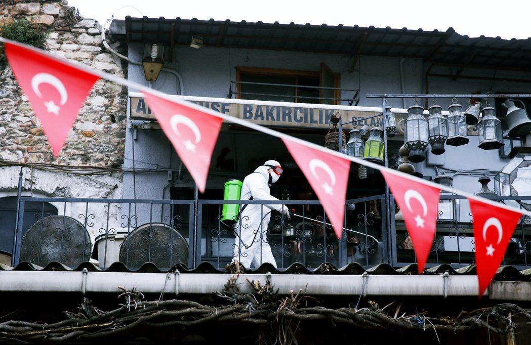 透過口罩外交,土耳其試圖藉此營造出「土耳其做得比歐盟好」的國際形象。 圖/路透社