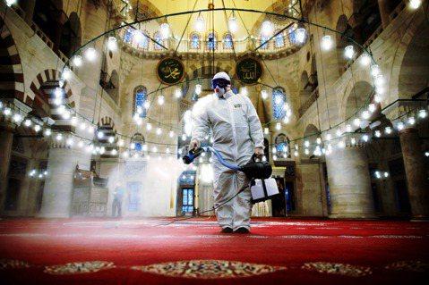 全球疫情僅次於歐美嚴重的土耳其,日前一系列大動作外援捐口罩的「口罩外交」,看似充...
