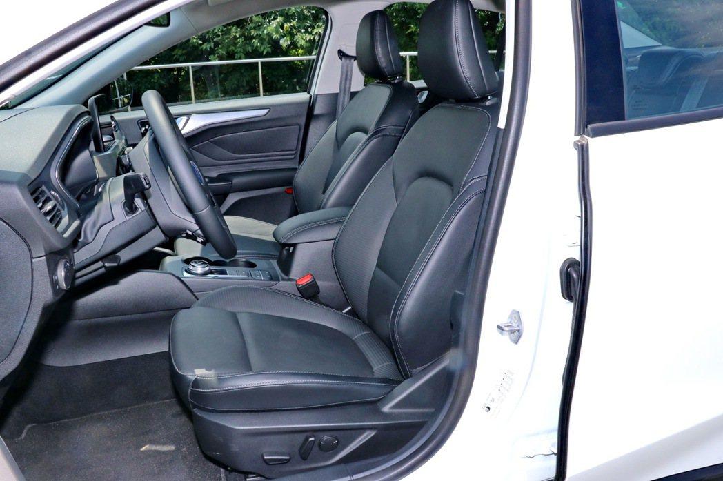 17TSR版本駕駛座也同步升級8向電動座椅。 記者陳威任/攝影