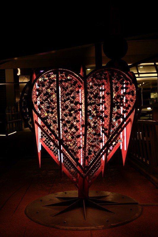 辰光橋上愛心愛情鎖