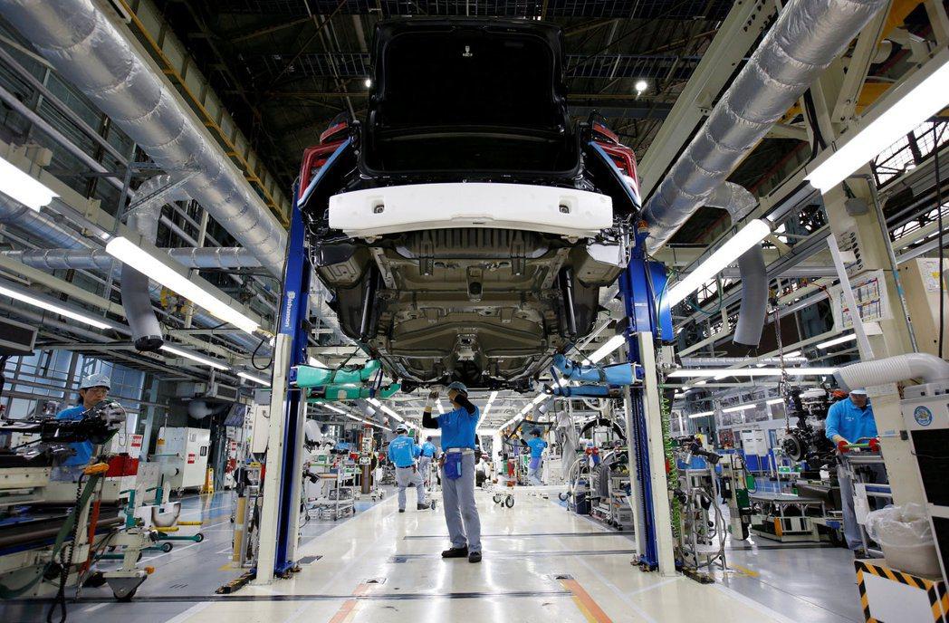 Toyota下月國內生產擬減半,危及車廠工人工作。 路透