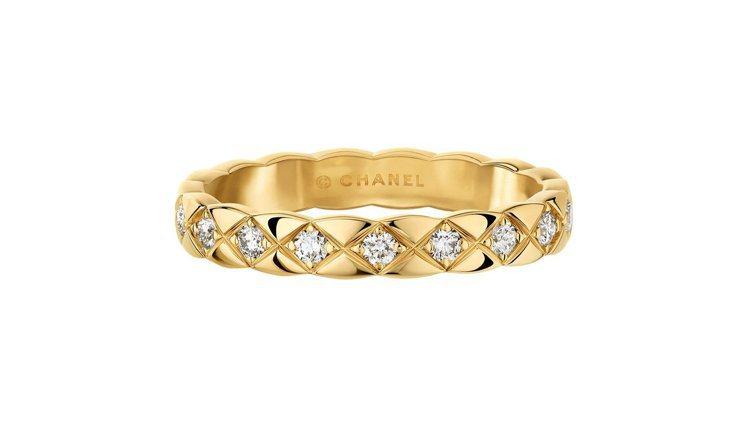 香奈兒COCO CRUSH窄版18K黃金鑲鑽戒指,10萬3,000元。圖/香奈兒...