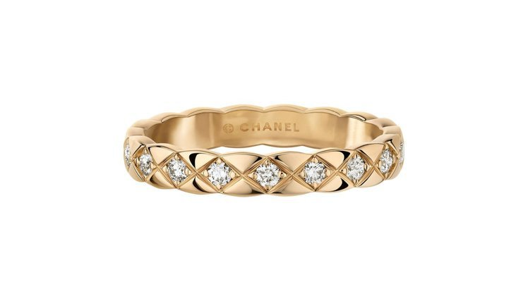 COCO CRUSH窄版18K Beige米色金鑲鑽戒指,10萬5,000元。圖...