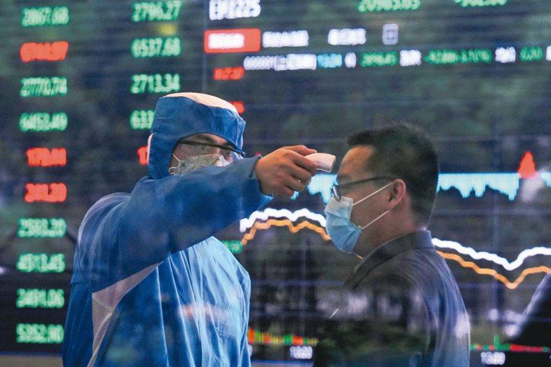 中國國家統計局17日公布, 2020年第一季國內生產總值(GDP)比去年同期下降6.8%,是自文革以來最糟數字。路透
