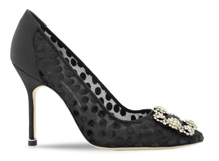 瑞莎和女兒Nika不約而同都看中同一雙透視風的圓點高跟鞋,44,800元。圖/M...