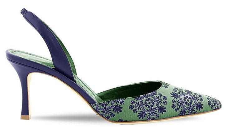 帶點古典優雅氣質的花藤絲綢緞面料鞋款,32,800元。圖/Manolo Blah...