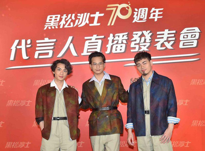 茄子蛋受邀擔任黑松沙士全新代言人,改編經典廣告歌曲「我的未來不是夢」,盼用歌聲溫暖台灣。黑松提供