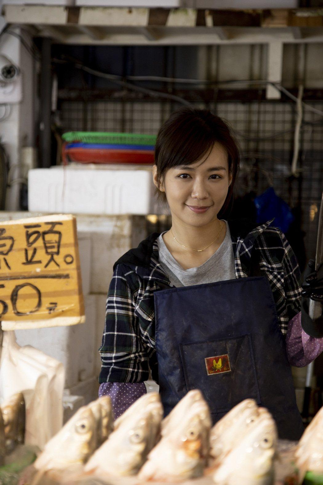 李又汝在「無主之子」中演出魚販「小蘭」,還特地接受特訓殺魚一個月。圖/民視提供