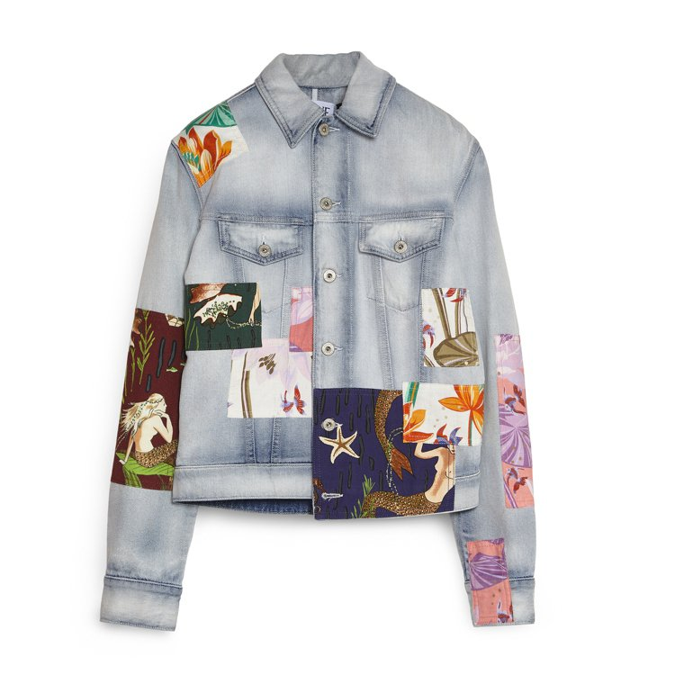 淺藍色棉質牛仔外套,售價37,000元。圖/LOEWE提供