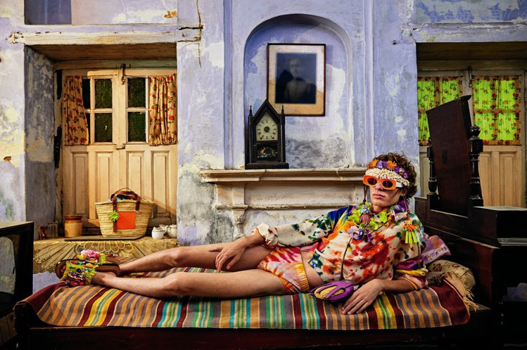 時裝攝影師Gray Sorrenti拍攝的LOEWE Paula's Ibiza...