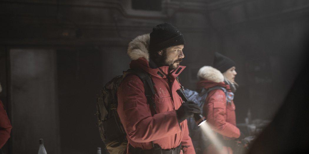 「極地闇殺」今曝光首支預告及海報。圖/WarnerMedia提供
