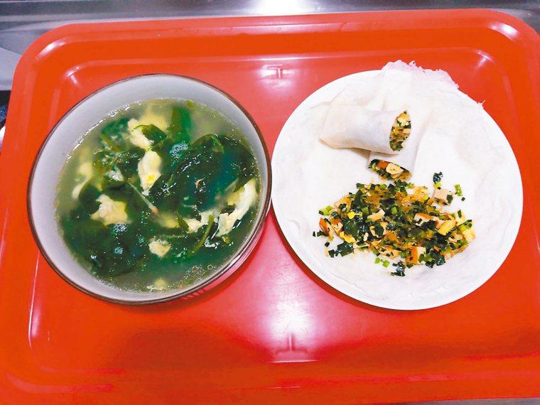 前幾天朋友送我自栽蔬菜,做了蔬菜湯及蔬菜捲,吃起來很爽口,心想,為了控制血糖,必...