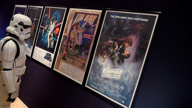 新冠肺炎疫情衝擊電影票房,讓人對連鎖電影院長期經營的可行性和存在意義打上問號。路...