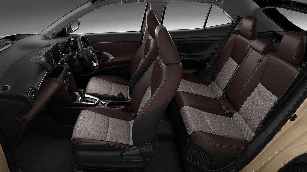日規Toyota Yaris Cross內裝配色雖略顯樸素,但也首度公開後座膝部...