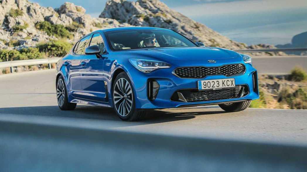 現行Kia Stinger提供了2.0T、3.3T V6兩具汽油引擎,在韓國市場...