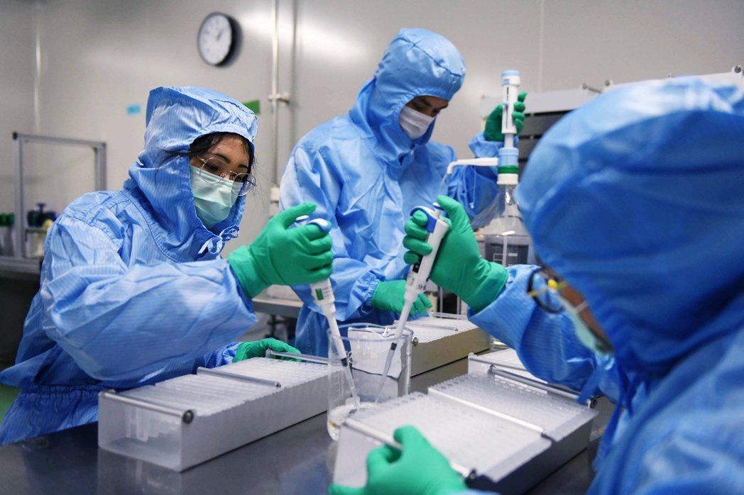 圖為中國的藥物實驗團隊。 圖/法新社