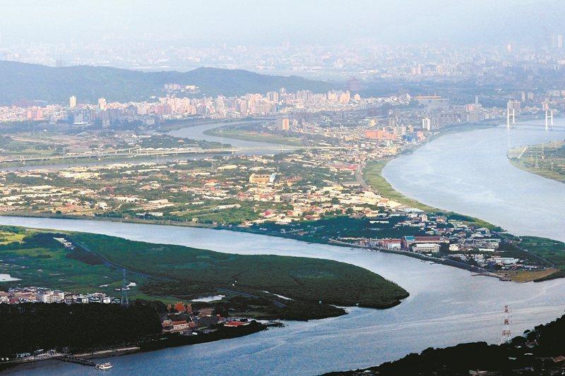 昨(23日)台北市都市計畫委員會議,以7:2的票數通過其細部計畫。圖為鳥瞰社子島...