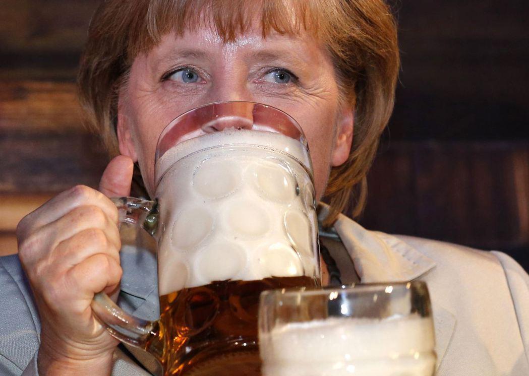 德國總理梅克爾,也是啤酒愛好者。根據德國第一電視台《ARD》的實況訪調,疫情爆發...