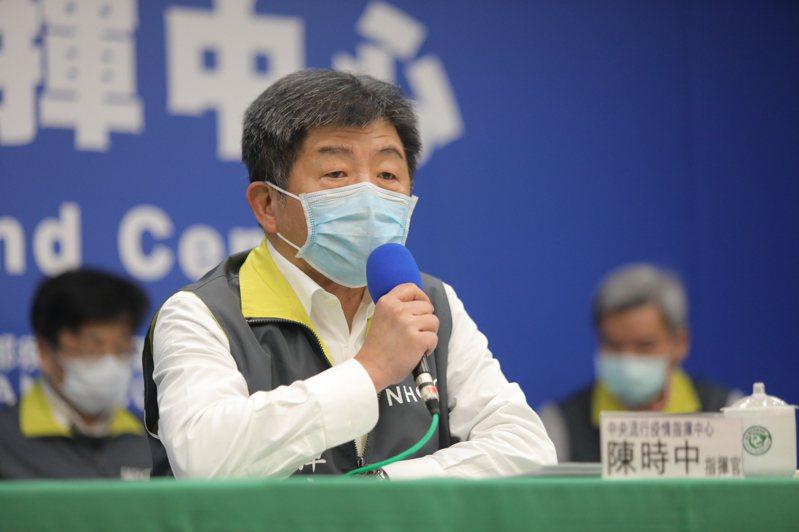 陳時中表示,對於中國的那一項試驗的內容細節大家都不清楚,臨床試驗多是「多國多中心」,且在藥廠尚未揭露成果之前,參與臨床試驗的國家都有保密的義務,若是單獨公開一部分的資料,對於藥效的判斷都有一點瞎子摸象。圖/指揮中心提供