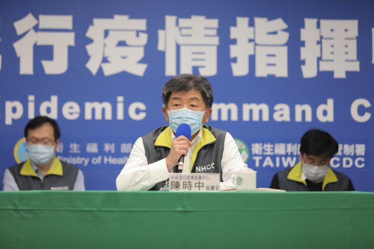 陳時中表示,對於有接觸的,經過疫調會判斷是否要採檢,另,各界爭議海軍集合準備檢疫...