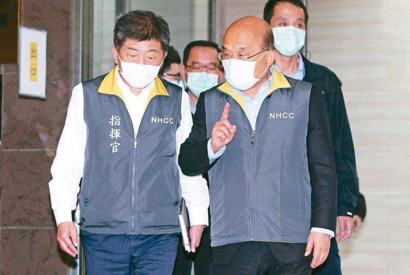 高雄市長韓國瑜防疫超前部署,中央流行疫情指揮中心指揮官陳時中(左)卻頻頻拆台,行政院長蘇貞昌(右)今天對韓國瑜喊話,希望防疫作為以指揮中心為準。圖/聯合報系資料照片